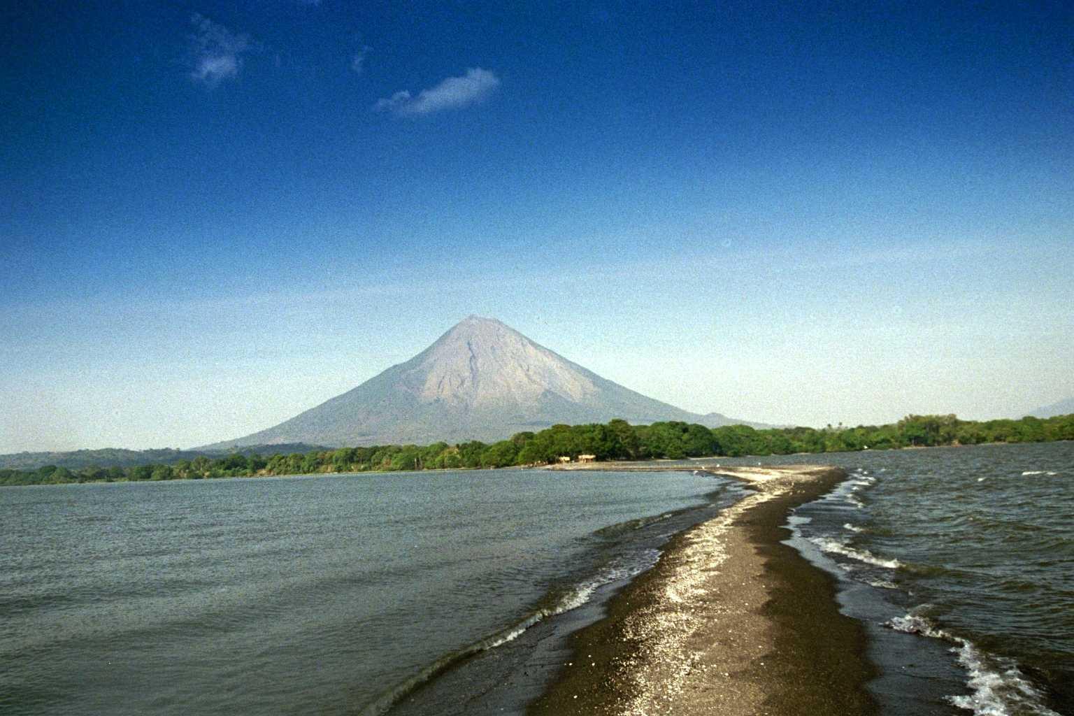 Resultado de imagen para volcan concepcion